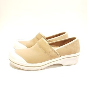 Dansko size 39 tan and white soles shoes